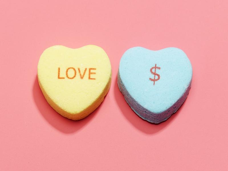Amore e Denaro: come attirare la Prosperità con le giuste Vibrazioni